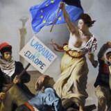 Udsnit af maleriet »Frihed styrer folket« af den franske kunstner Eugene Delacroix - udstillet på Maidan-pladsen i Kiev, hvor den ukrainske revolution havde sit udgangspunkt.