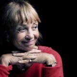 """Malene Schwartz spiller formidabelt sammen med Jesper Langballe i stykke """"Kærestebreve""""."""