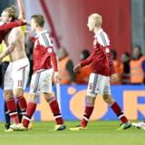 Nicklas Bendtner fejrer sin scoring til 2-1 i landsholdets 2-2-kamp på hjemmebane mod Italien i efterårets mislykkede VM-kvalifikation.