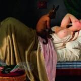 En kvinde drømmer. Ditlev Bluncks sensuelle maleri fra 1846. På hendes kommode ser man Bertel Thorvaldsens relief »Natten«. Nivaagaards malerisamling. Illustrationer fra bogen.
