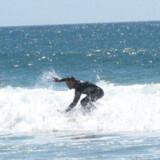 Strandene ved Lagos i Portugal er super velegnede til surfingbegyndere. Bølgerne er til at overskue, så man har mod på at prøve igen og igen, indtil teknikken er der.