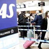 SAS lancerer et nyt debitkort, der kan bruges til at optjene bonuspoint til Eurobonus. Men danske kunder får 20 procent færre point for samme køb. Arkivfoto.