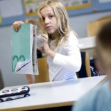 Færre pædagoger er kalr til at tage sig af skolebørnene næste år.