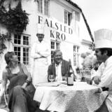 Lene (1933-1990) og Sven Grønlykke (1927-1998) grundlagde Løgismose i 1969 efter at have købt det konkurstruede Haarby Mejeri. Året efter købte parret Falsled Kro. Her ses de sammen med den franske chefkok, Jean-Louis Lieffroy.