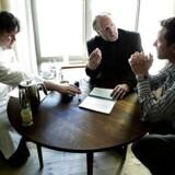 Svenske Mathias Dahlgren, norske Ejvind Hellstrøm og danske Claus Meyer diskuterer.