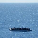 Migranter ud for Libyens kyst 14. maj, der blev reddet af et tysk skib.