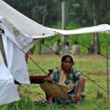Millioner er blevet hjemløse i Pakistan efter de voldsomme oversvømmelser. Nu frafalder Telenor det SMS-gebyr, som normalt tages, når man støtter nødhjælpsindsamlingerne over mobiltelefonen. Foto: A. Majeed, AFP/Scanpix