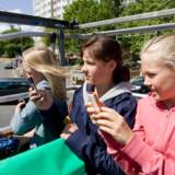 Gør det ikke! Det koster en bondegård at anvende mobiltelefonen i udlandet. EU vil skride ind. Foto: Colourbox