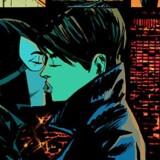 »Jo mere vi talte om det, desto mere var det noget, vi havde lyst til at få til at ske,« skriver »Catwoman«-forfatteren Genevieve Valentine på sin blog om beslutningen om at lade den 75 år gamle Catwoman-karakter springe ud som biseksuel i et kys med kvinden Eiko Hasigawa. Ill. DC Comics