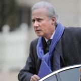 Den franske eks-minister Georges Tron er sammen med sin kvindelige assistent blevet sigtet for dobbelt voldtægt.