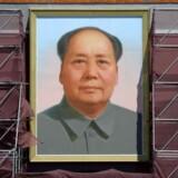 """Mao Zedongs """"Lille Røde"""" fik stor popularitet tilbage i 1970'erne. Det var et uofficielt krav, at enhver kineser skulle eje, læse og have bogen på sig. Derfor er den Lille Røde blevet et af de stærkeste symboler på formand Mao og Kinas kommunistparti."""