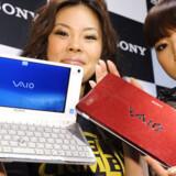 Den japanske elektronikgigant Sony kaster sig ud på mini-PC-markedet med denne Vaio P til næsten 5.000 kroner. Indeni er der - som på de fleste mini-PCer - en Intel Atom-processor. Skærmen er otte tommer bred og har en opløsning på 1.600 x 768 pixler. Mini-PCen kommer på markedet i USA 16. januar. Foto: Yoshikazu Tsuno, AFP/Scanpix