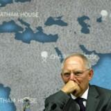 Den tyske kassemester Wolfgang Schäuble ventes på en tale i Berlin fredag at fortælle sine EU-kollegaer, at det er uretmæssigt overhovedet at diskutere sådan et initiativ, før bankerne i Europa er blevet mere disciplinære.