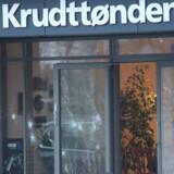 Skudhuller ses ved entreen til kulturhuset Krudttønden.
