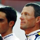 Både Lance Armstrong (th) og Alberto Contador har fået hjælp af UCI-ledelsen, når de var kommet i klemme.