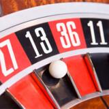 I casinoerne blive gæsterne tilbudt at spille roulette, blackjack og prøve lykken på en-armede tyveknægte.
