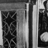 Adolf Hitler kigger på kunst i Dresdens »Schreckenkammer«. De nye, ukendte værker af store kunstnere, der er dukket op hos en eneboer og søn af en stor nazi-kunsthandler i München, kan nu ende med at blive i dennes varetægt.