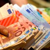 Fire ud af fem ferierejsende veksler gennemsnitlig halvdelen af deres valutaforbrug til ferien herhjemme, viser undersøgelsen.