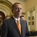 Det varede 16 dage og 23 timer, før Kongressens to kamre stemte et forslag igennem, som betyder, at regeringen åbner og gældsloftet løftes midlertidigt. Formanden for Repræsentanternes Hus, John Boehner, forlod Kongressen efter afstemningen. Uden at tale med journalister.