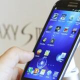 Den tynde og elegante Galaxy S III har høstet topkarakterer i anmeldelser verden over og er Samsungs svar på en iPhone-dræber. Den sælger også rigtigt godt. Foto: Lee Jae-Won, Reuters/Scanpix