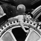 Fremtidens folkeskole? Charlie Chaplin i filmen »Moderne tider«. Arkivfoto: Scanpix