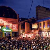 Konex er et småflippet kulturcenter indrettet i en gammel fabriksbygning med farvestrålende vægmalerier og en stor friluftsscene.