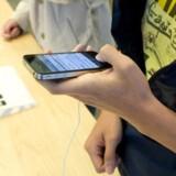 Apples nye iPhone har problemer med modtagelsen af signal, melder brugerne. Foto: John G. Mabanglo, EPA/Scanpix