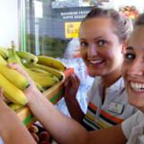 Spies-guiderne Bettina Tilrem og Mariel Harland er på indkøb i Chania på Kreta.