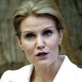 Statsminister Helle Thorning-Schmidt fordømmer attentaterne i Paris.