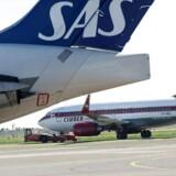 SAS bruger en halv mia. kr. på bedre kabiner på langdistanceruter. Det er selskabet nødt til, siger topchefen, der samtidig forsætter besparelserne andre steder.