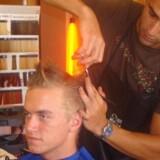En klipning i bazaren i Tyrkiet er ikke bare en billig måde at få fjernet det varme og svedige hår i nakken på - det er også en helt speciel oplevelse.