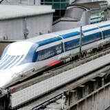 Det japanske tog-selskab Central Japan Railway Company's nuvæende hurtig-tog, Shinkansen(på billedet), startede med en fart på 200 kilometer i timen, men nu har togene på enkelte strækninger passeret det 300 kilometer i timen. Nu planlægger de et nyt højhastigheds-tog med tophastigheder omkring 500 kilometer i timen.