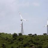 Den indiske vindmølleproducent Suzlon Energy er kommet ud af andet kvartal af det forskudte regnskabsår 2014/2015 med et mindre underskud end sidste år.