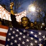 Demonstranter har været på gaden i dagene op til dommen - her i Ferguson, hvor den 18-årige Michael Brown blev skudt.