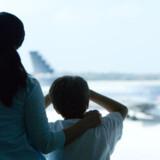 Med lidt planlægning kan flyveturen også blive til en positiv del af ferien.