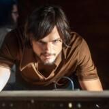 """Ashton Kutcher spiller hovedrollen som Apple-grundlæggeren Steve Jobs i filmen """"Jobs""""."""
