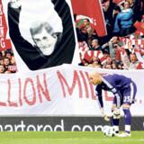 Efter en skuffende sæson 2010-2011 er optimismen vendt tilbage på tilskuerrækkerne på Liverpool F.C.s stadion, Anfield Road. Ikke mindst har manager Kenny Dalglishs »hjemkomst« givet fansene håb om nye stjernestunder.
