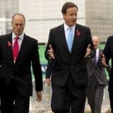 Den britiske premierminister David Cameron (med lyseblåt slips) på vandring i det olympiske område i London sammen med med hovedarrangør Sebastian Coe (til højre). Den olympiske park skal efter legene i 2012 indgå i et europæisk svar på Silicon Valley. Foto: Oli Scarff, Scanpix