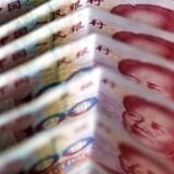 Yen svækkes 0,7 pct. over for euro til et niveau på 128,72 yen per euro mod 127,84 yen per euro torsdag eftermiddag dansk tid.