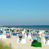 Stranden mod Østersøen er over 40 kilometer lang, den er 70 meter bred, solen skinner mere her end alle andre steder i Tyskland og på de lange piers ud i havet, kan man promenere og nyde en bid brød.
