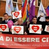 Modstandere af lov om registreret partnerskab truer med kæmpedemonstration i Rom.De har før haft held til at forhindre ligestilling for par af samme køn.