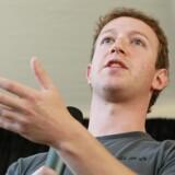 Facebook har lagt sag an mod en side, der ligner Mark Zuckerbergs værk til forveksling.Tvillingen er bare væsentlig mere sexet.