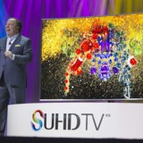 Samsungs videdirektør i USA, Joe Stinziano, afslører det nyeste smart TV på en konfenrence i Las Vegas 5. januar 2015.