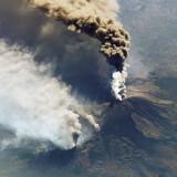Vulkanen Etna er en af verdens mest aktive vulkaner. Her et billede fra 2001 taget fra NASAs International Space Station (ISS).