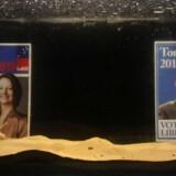 Australierne skal ikke alene vælge mellem Julia Gillard fra Labour (til venstre) og Tony Abbott fra de konservative (til højre). Deres stemme bliver også afgørende for, om Australien får et landsdækkende bredbåndsnet i topfart. Foto: James Alcock, AFP/Scanpix
