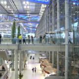 I to nærmere angivne tilfælde er danskere - efter eget udsagn - uretmæssigt blevet anklaget for forsøg på butikstyveri i Bangkoks nye, store internationale lufthavn.