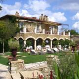 Ranke cypresser, bølgende landskab af vinstokke og små charmerende italienske landsbyer - Toscana er oplagt til romantisk roadtrip.