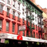 New Yorks Little Italy er en ikonisk bydel i en by med mange indbyggere af italiensk herkomst - her pryder det italienske flags forside bygningens facade.