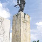 To timer fra hovedstaden Havana finder man turistområdet Varadero, hvor det ene ferieresort efter det andet ligger langs den smukke, palmebesatte kyst.