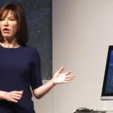 Julie Larson-Green, som tidligere stod i spidsen for Microsofts Windows-division, erkender, at letvægtsudgaven af Windows, Windows RT, har skabt forvirring og siger, at Microsoft ikke fremover vil have tre forskellige Windows-udgaver. Arkivfoto: Gustau Nacarino, Reuters/Scanpix